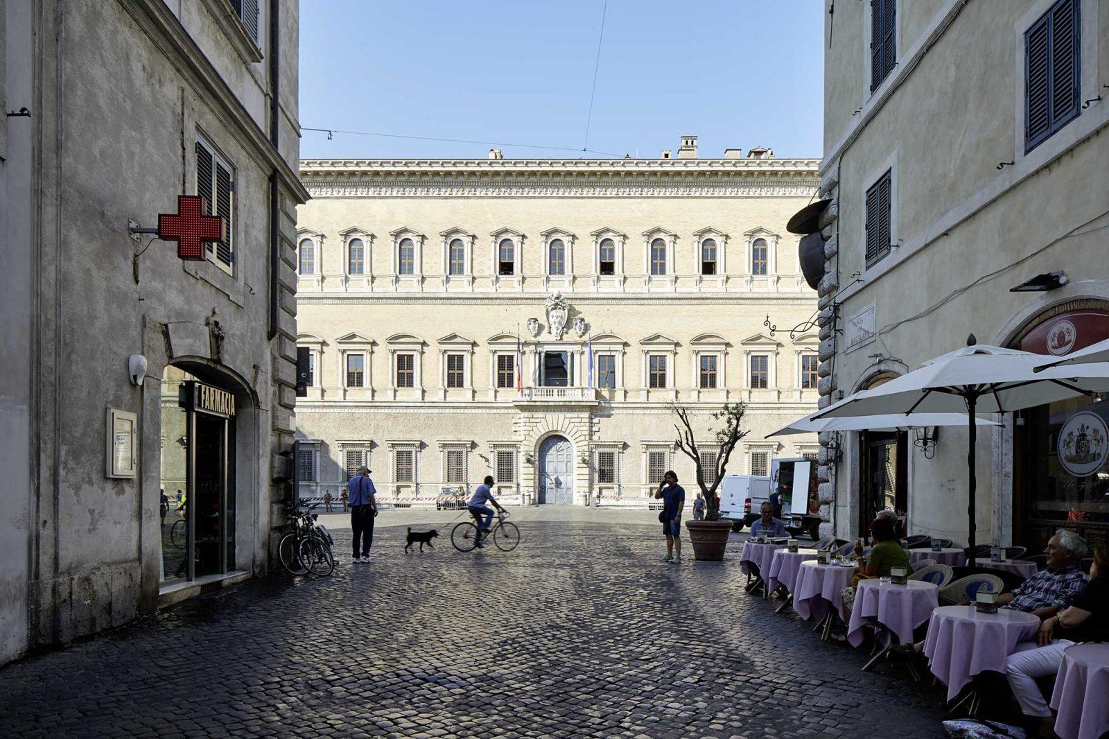28  Piazza  Farnese  Rom