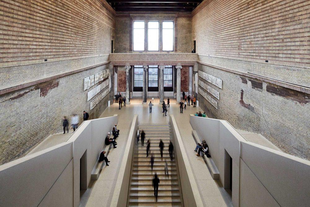 Treppenhalle im Neuen Museum