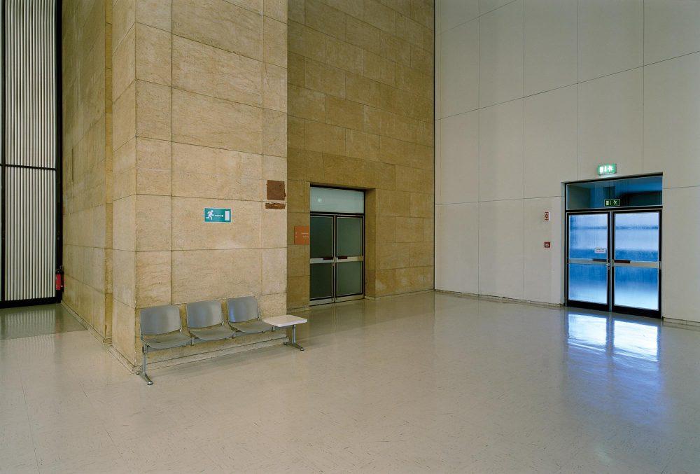 Abflughalle VI